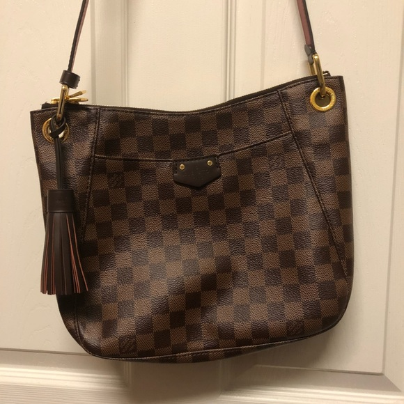 ddf5a75c32df Louis Vuitton- South Bank Besace -Authentic. Listing Price   1400